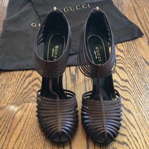 Gucci stiletto heeled peep toe shoes